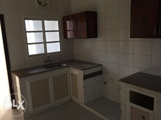 nice flat for rent in al mawaleh behind sitycenter withoute AC
