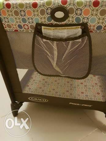 Graco Pack n' Play On The Go Travel Cot with Mattress مسقط -  4