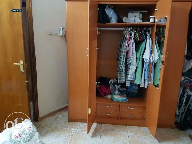 4 door wardrobe with mirror