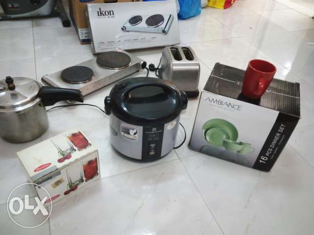 16 pieces dinner set unused , 6 glasses, rice cooker, toaster, cooker