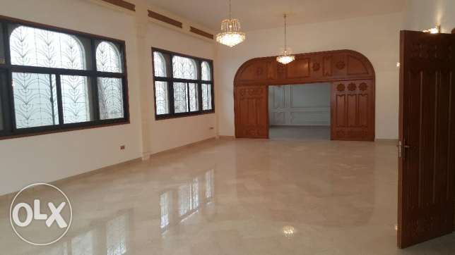 Big High Quality Villa for RENT in Madinant Sultan Qaboos مسقط -  1