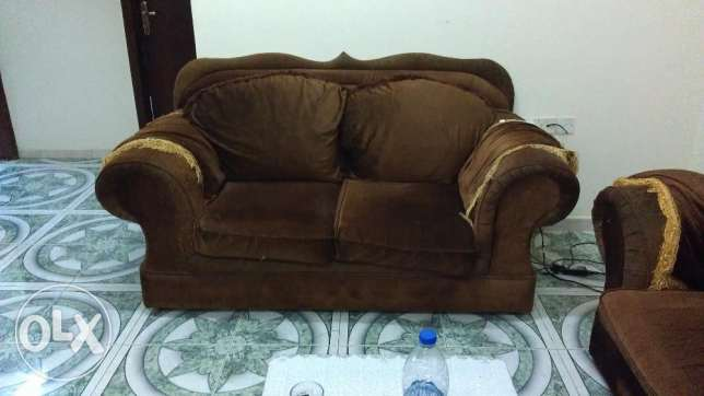 Sofa 7 Seater (3+2+1+1) very Good condition with table صلالة -  1