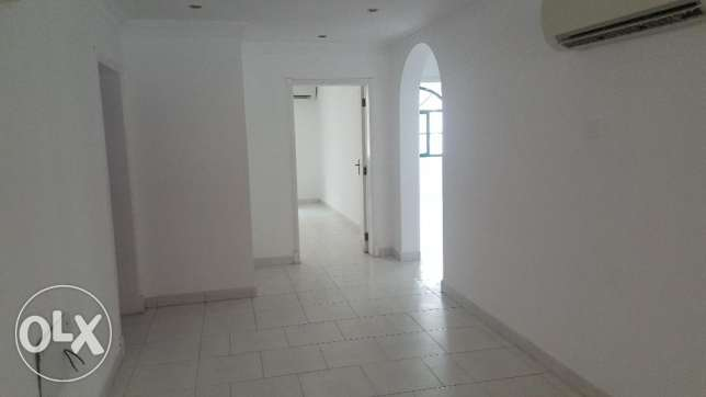 4BHK commercial flat for Rent on 18 Nov road مسقط -  2