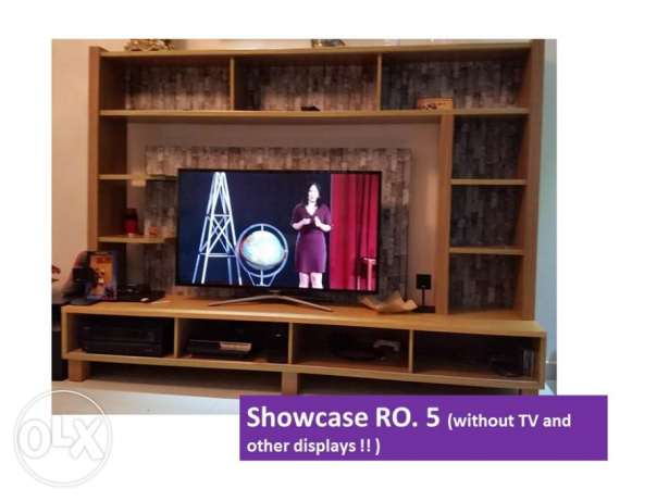 Showcase in good condition. مسقط -  1