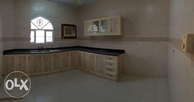 Azaiba behind Zubair Autos. Good Size 3 Bedroom Hall مسقط -  4