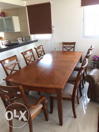 Ajustable solid dining table with 8 chairs - 2 years old only