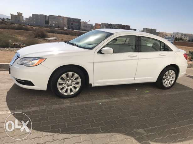Chrysler 2013 C200 under warranty low mileage مسقط -  4