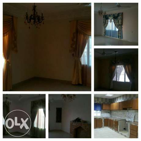 Upper Portion of Villa for rent in mawala 2mints drive city center مسقط -  1
