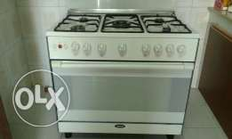 5 burner Italian make cooking range