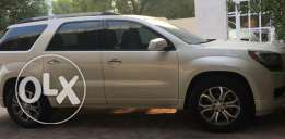 للبيع GMC-ACADIA 2013 color-white pearl 80,000km 2 years warranty full