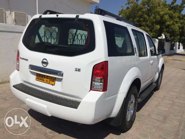 Excellent Condition Nissan Pathfinder 2010 model Number 2 with Rear AC مسقط -  3