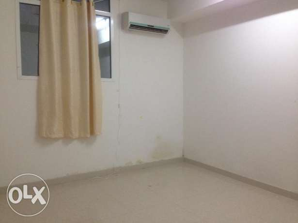 ;One Room avaible in a 3 Bedroom Flat new building مسقط -  1