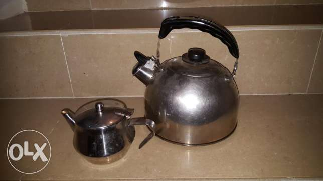 A set of stainless steel kettle and pot.