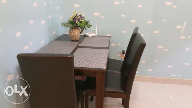 PAN Dinning table used for less than 6 months