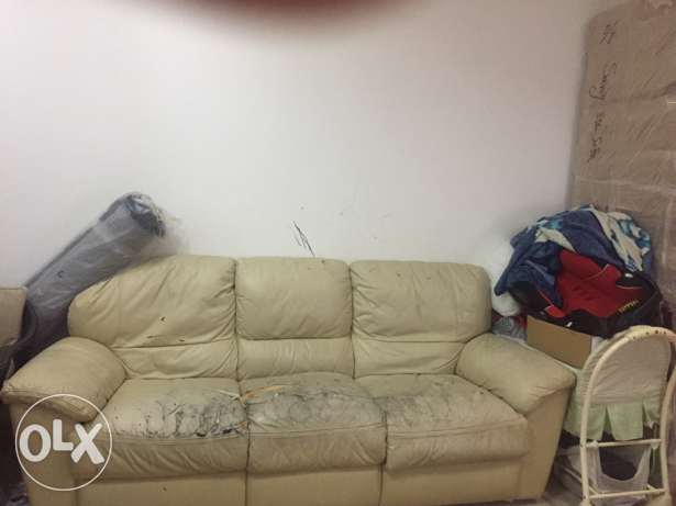 old 3 sofa seats needs only changing cover مسقط -  1