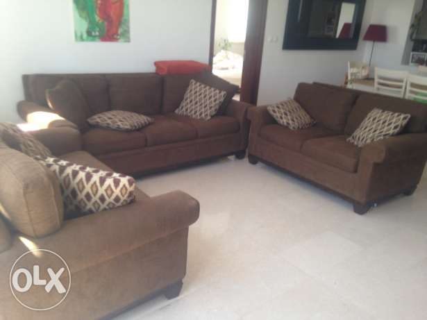 Beautiful rich chocolate brown 3 piece sofa couch 3+2+2 in lovely cond مسقط -  1