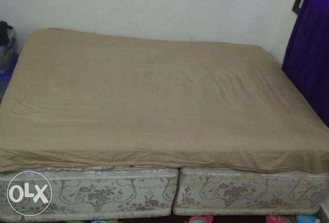 Bed and cabinet For sale urgent مسقط -  2
