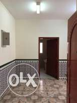 very clean flat in alkhweer 33 near timor mousk