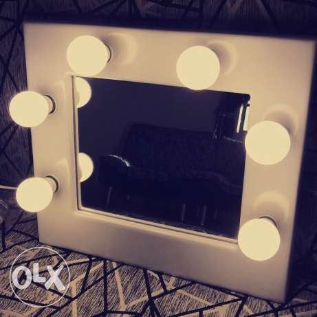 mini Hollywood mirror for makeup
