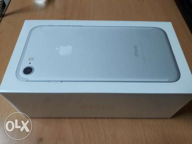 Sealed new iphone 7 256gb unwanted gift with 1 year apple warranty