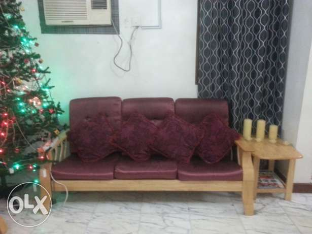Sale of sofa set-3+2+1+1+center & side table (at wattayah) روي -  1