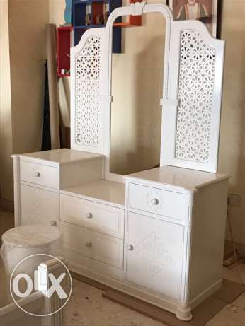 Dressing table with stool design no.1