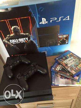 Brand new sealed in box Ps4 with 2 wireless controllers