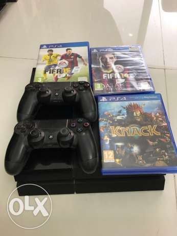 PS4 500 GB combo pack with 3 games