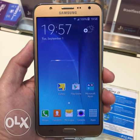 am selling a brand new samsung galaxyj7 from USA