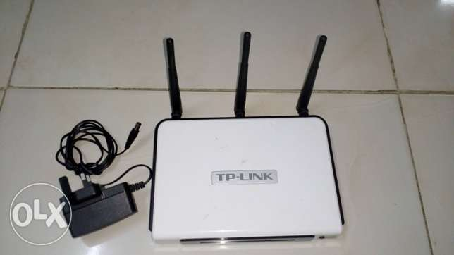TP-LINK (Router)