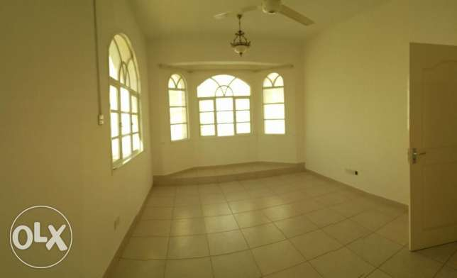 Al Hail North Penthouse Specious Flat with Private Terrace & Parking i مسقط -  6
