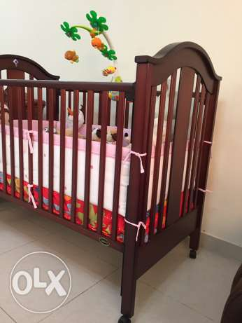 Juniors baby crib - with bed and side bumpers