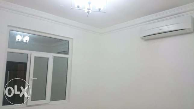 Ghoubra & Azeba Rooms and flats for rent in a compound good price مسقط -  7