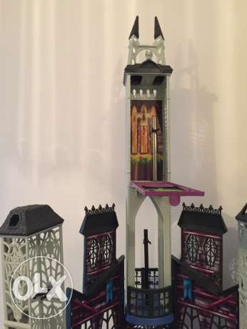 Monster High Deadlux High School Play Set مسقط -  3