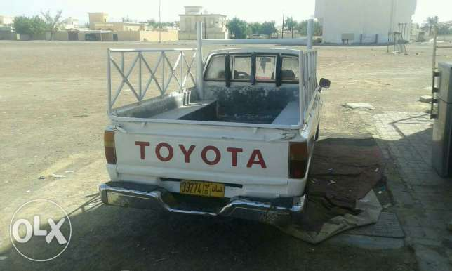 Pickup toyota 1984 model good condition mulkia expire on 15/8/2017 البريمي -  6