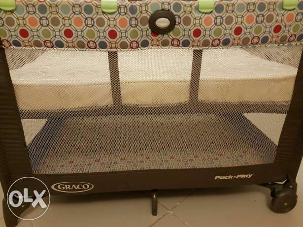 Graco Pack n' Play On The Go Travel Cot with Mattress مسقط -  2