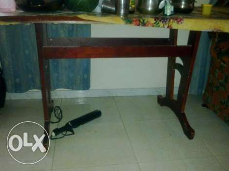 Dinning Table without chair - urgent sale نزوى -  1