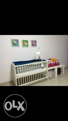 Excellent condition crib, high quality mattress and accessories. مسقط -  1