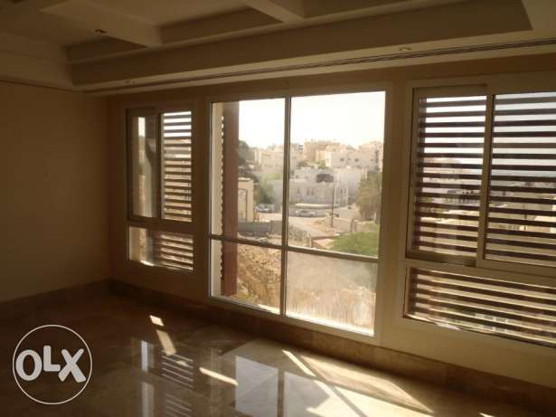 4 Bedroom Row Villa with Communal Pool in Qurum مسقط -  2