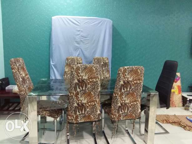 Dinning table with 6 chairs excellent condition مسقط -  4