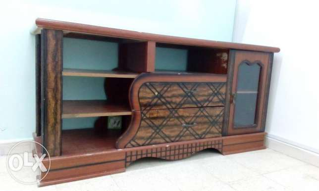 TV Cabinet - Wooden Good Condition. صحار -  2