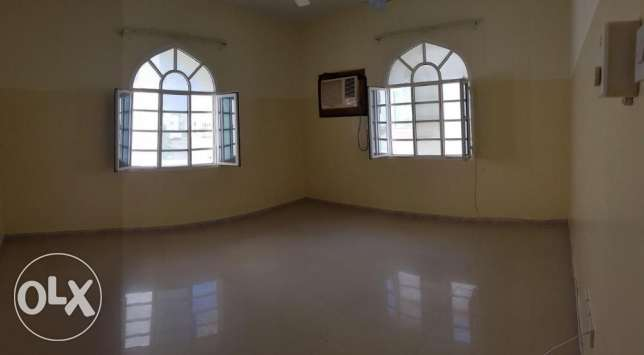 Azaiba behind Zubair Autos. Good Size 3 Bedroom Hall مسقط -  7