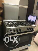 cooker 5 burners , Italy, very clean , excellent condition