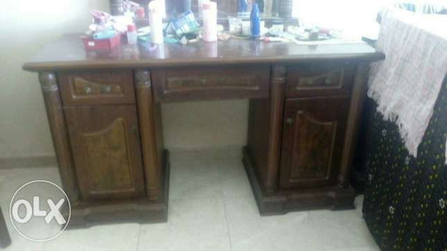 Wooden wardrobe with dressing table, and 4 side tables مسقط -  4