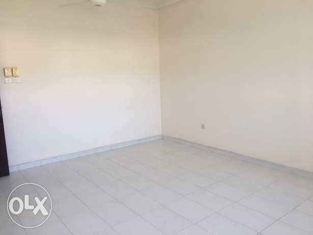 big Room for rent executive bachelor wadi kabir مسقط -  5