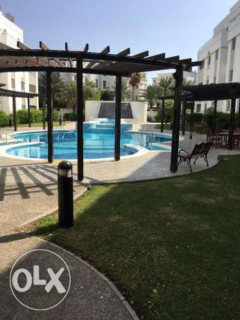 new and nice flat for rent in madinat kabous in a nice complex بوشر -  1
