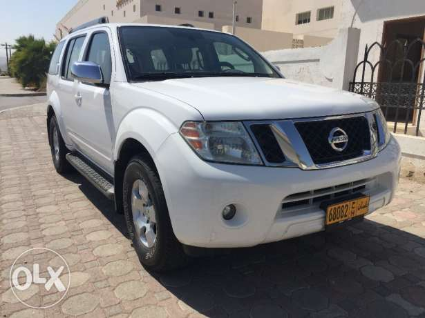 Excellent Condition Nissan Pathfinder 2010 model Number 2 with Rear AC مسقط -  1