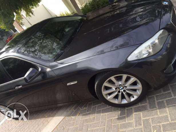 BMW 523i - 2011 full options in very good condition like new السيب -  3