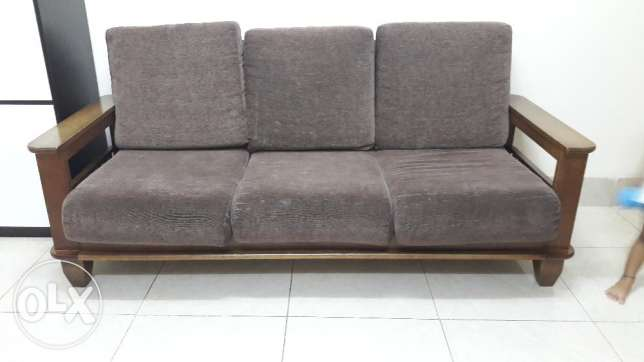 Sofa set of 3+2+1 wooden body with good condition