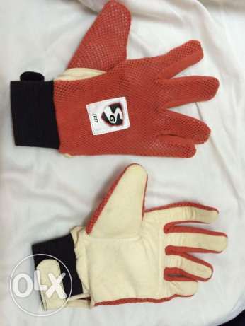 SG test wicket keeper inners for men (1 pair) Only wtsap me .